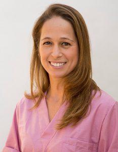 ענבר ישראלי כירורגית וטרינרית מומחית
